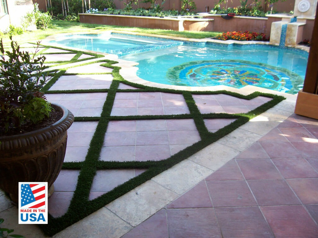 synthetic grass for pool area